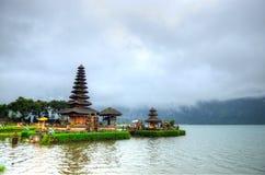 Pura Ulun Danu Bratan hinduisk tempel på Bratan sjön, Bali, Indonesien Fotografering för Bildbyråer