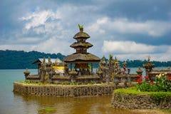 Pura Ulun Danu Bratan jest wa?ny Shivaite wodny ?wi?tynia na Bali wyspie i, Indonezja obraz royalty free