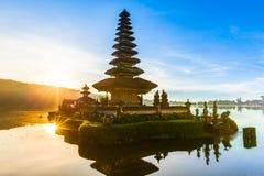 Pura Ulun Danu Bratan przy wschodem słońca, Bali, Indonezja Fotografia Stock
