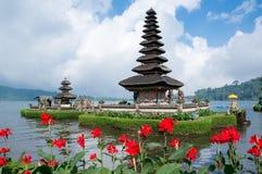 Pura Ulun Danu Bratan sur Bali Photo libre de droits