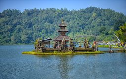 Pura-ulun danu bratan Tempel in Bali, Indonesien stockbilder
