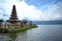 Pura Ulun Danu Bratan tempel En av det berömda stället på Bali Indonesien fotografering för bildbyråer
