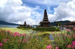 Pura Ulun Danu Bratan tempel En av det berömda stället på Bali Indonesien arkivfoton