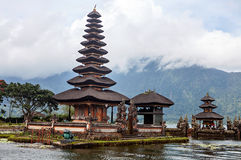Pura Ulun Danu Bratan, temple hindou sur le lac, Bali photo stock