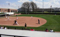 Purdue-Wisconsin softballlek Arkivbild