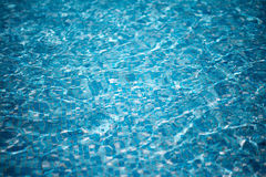 Pure blue water in the pool. Royalty Free Stock Photos