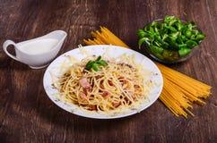 Purea di carne Spaghetti con bacon immagini stock libere da diritti