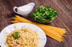 Purea di carne Spaghetti con il pollo immagine stock