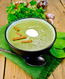 Puree of spinach with croutons on the board Royalty Free Stock Images