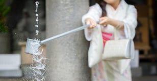 Purificação de água na entrada do templo japonês #3 fotos de stock royalty free