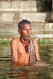 Purificación ritual en Varanasi Imagenes de archivo
