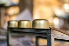 Purification devant le tombeau de Shinto, Japon image libre de droits