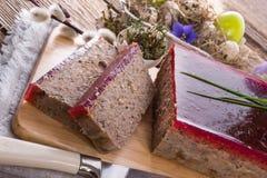 Purifies kulebiaka z pieczarkami i dzikimi cranberries obraz stock