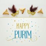 Purim świętowania pojęcie & x28; żydowski karnawałowy holiday& x29; nad białym drewnianym tłem Odgórny widok obraz stock