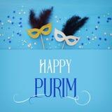 Purim świętowania pojęcie & x28; żydowski karnawałowy holiday& x29; nad białym drewnianym tłem Odgórny widok zdjęcie stock