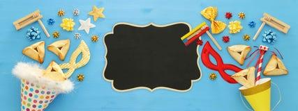 Purim świętowania pojęcie & x28; żydowski karnawałowy holiday& x29; nad drewnianym błękitnym tłem sztandar obraz stock