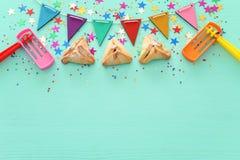 Purim świętowania pojęcie & x28; żydowski karnawałowy holiday& x29; nad drewnianym nowym tłem obrazy royalty free