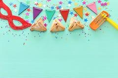 Purim świętowania pojęcie & x28; żydowski karnawałowy holiday& x29; nad drewnianym nowym tłem zdjęcia stock