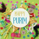 Purim świętowania pojęcie & x28; żydowski karnawałowy holiday& x29; nad zielonym drewnianym tłem Odgórny widok obraz royalty free