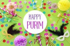 Purim świętowania pojęcie & x28; żydowski karnawałowy holiday& x29; nad zielonym drewnianym tłem Odgórny widok zdjęcie stock