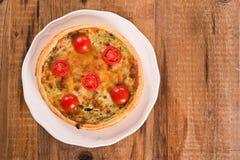 Purjolök- och tomatpaj Arkivbilder
