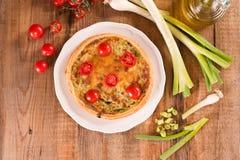 Purjolök- och tomatpaj Royaltyfria Bilder