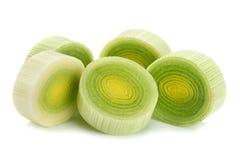 Purjolökgrönsak på vit arkivfoton