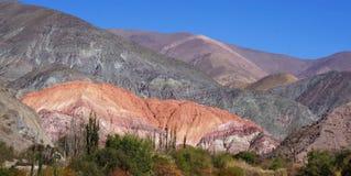 Purmamarca - berömd kulle för 7 färger Royaltyfri Bild