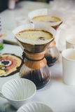 Purover är på tabellen för att smaka kaffe Arkivfoto