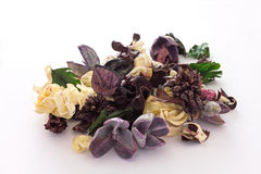 Purper en lichtgeel welriekend mengsel van gedroogde bloemen en kruiden Royalty-vrije Stock Fotografie