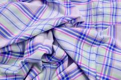 Purper geruit Schots wollen stofpatroon op verfrommelde stof Royalty-vrije Stock Foto