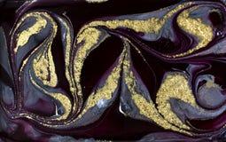 Purper marmeringspatroon Gouden marmeren vloeibare textuur royalty-vrije stock afbeelding