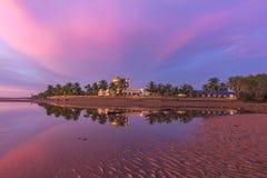 Purperachtige zonsondergang in Borneo royalty-vrije stock afbeeldingen