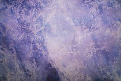 Purpere abstracte met de hand geschilderde uitstekende achtergrond stock fotografie