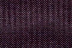 Purpere achtergrond met gevlecht geruit patroon, close-up Textuur van de wevende stof, macro Stock Foto