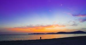 Purpere en oranje zonsondergang royalty-vrije stock fotografie