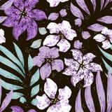Purpere en witte bevlekte bloemen met bladeren op zwarte achtergrond royalty-vrije illustratie