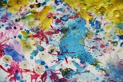 Purpere gouden plonsen, vlekken, de creatieve achtergrond van de verfwaterverf Royalty-vrije Stock Foto
