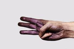 Purpere Hand die drie Vingers tonen stock afbeelding