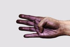 Purpere Hand die vier Vingers tonen stock foto