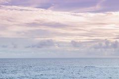 Purpere hemel en Overzees blauwe Ondina Salvador Bahia Brazil Royalty-vrije Stock Afbeeldingen