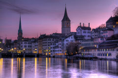 Purpere hemelen over Zürich, Zwitserland Stock Foto