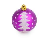 Purpere Kerstmisbal met geschilderde Kerstboom Stock Afbeelding