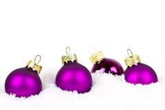 Purpere Kerstmisballen Royalty-vrije Stock Afbeeldingen