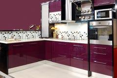 Purpere keuken stock fotografie