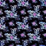 Purpere kleine bloemen op het zwarte naadloze patroon als achtergrond stock illustratie