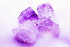 Purpere mauve gekleurde kwartskristallen Stock Afbeeldingen