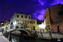 Purpere onweersbui in Venetië Royalty-vrije Stock Fotografie