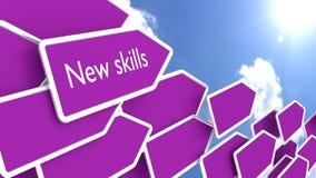 Purpere pijlen met de woorden nieuwe vaardigheden Stock Afbeeldingen