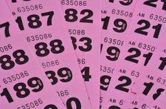 Purpere uitgespreide loterijkaartjes Stock Fotografie